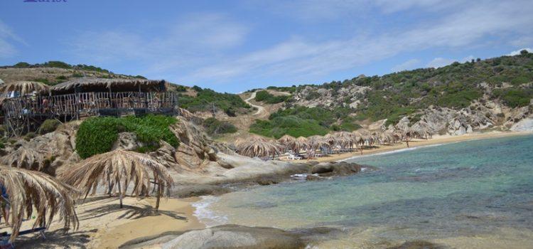 Tigania Beach din Sithonia, este denumita pe buna dreptate si plaja Hawai!